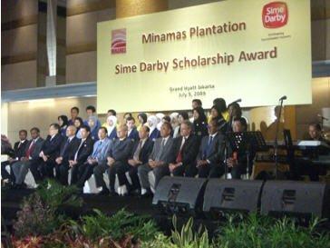 Direksi Sime Darby Berhad beserta seluruh penerima beasiswa Minamas Plantation/ Sime Darby Scholarship